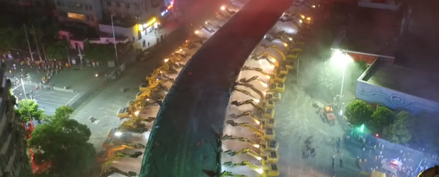Uite cum darama chinezii o sosea suspendata din centrul orasului in doar 12 ore. In Romania pe cand asa eficienta?