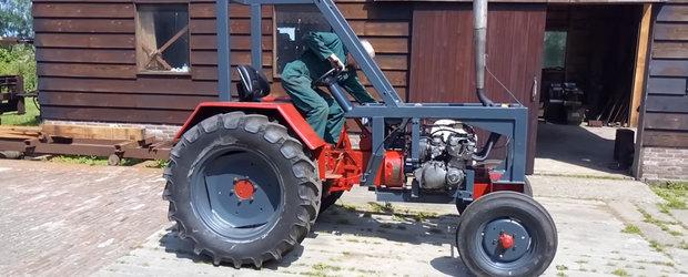 Uite singurul tractor cu motor de motocicleta din lume