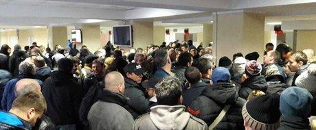 Un altfel de protest la DRPCIV: Cum a aratat prima zi de inmatriculari fara TAXA AUTO