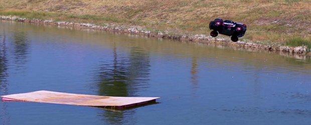 Un automodel cu radiocomanda poate sa zboare si sa gliseze usor pe apa