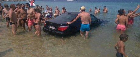 Un BMW din Bihor se crede submarin pe plajele din Grecia