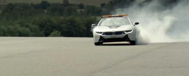 Un BMW i8 face praf un set de pneuri pentru a promova inovatiile Qualcomm