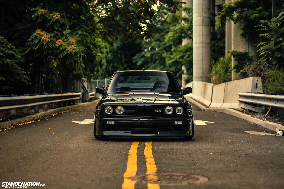 Un BMW M3 E30 ne arata cum sta treaba cu bavarezele perfecte