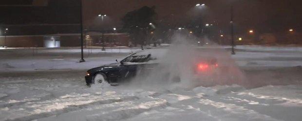 Un BMW M5 E39 se joaca in zapada si ne face dor de iarna!
