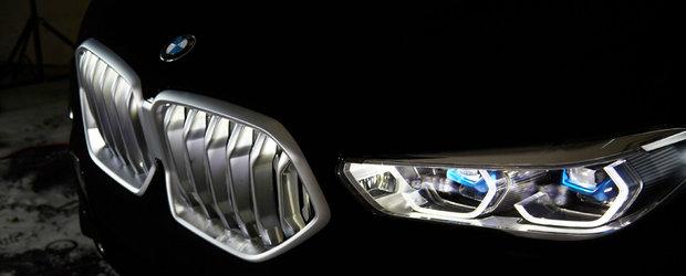 Un BMW X6 de ultima generatie a fost acoperit cu cea mai neagra vopsea din lume. POZE REALE