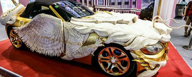 Un BMW Z4 imbracat in haur si oase de iac pare cel mai stralucitor gunoi