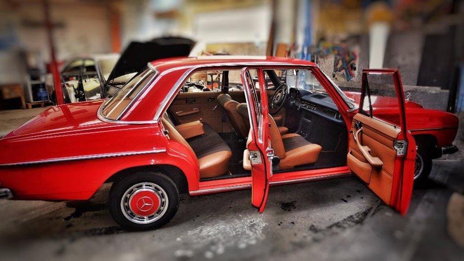 Un bucurestean cere 35.000 de Euro pe acest Mercedes din 1971. Merita banii?