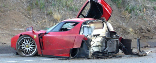 Un Enzo rupt in doua si reparat ulterior de Ferrari se vinde pentru 2 milioane euro