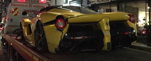 Un exclusivist Ferrari LaFerrari si-a gasit sfarsitul in Anglia