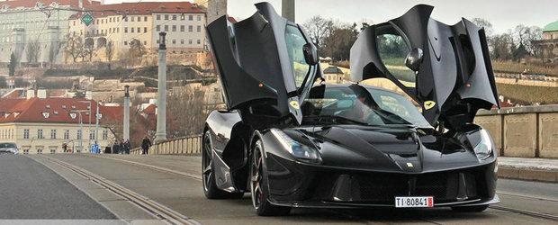 Un galagios Ferrari LaFerrari se da in spectacol pe strazile Cehiei