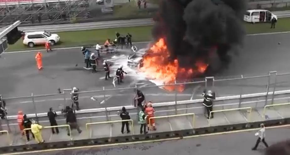 Un Lamborghini Gallardo izbucneste in flacari pe circuit. Pilotul supravietuieste.