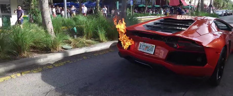 Un Lamborghini ia foc dupa ce valetul unei parcari il scoate la o scurta plimbare
