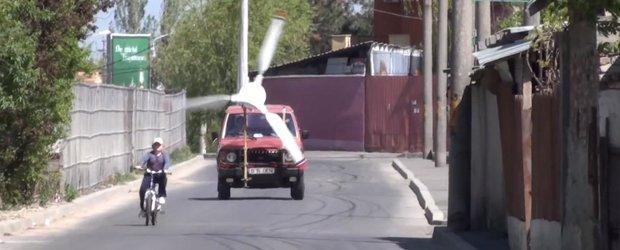 Un Mitusbishi Pajero din Bucuresti cu propulsie eoliana este tare amuzant