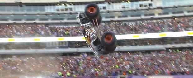 Un Monster Truck face o saritura pe care o credeam imposibila