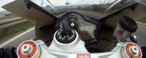 Un motociclist goneste cu peste 260 km/h pe strazile din Bosnia. VIDEO AICI!