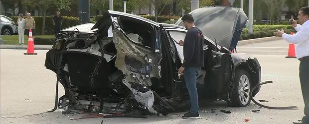 Un Nissan GT-R a trecut pe rosu si a rupt in doua o Tesla. VIDEO cu urmarile acestui accident