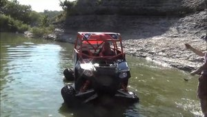 Un Polaris RZR se crede zburator: accident spectaculos la off-road