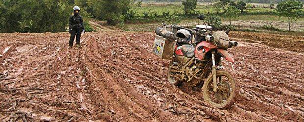 Un roman in jurul lumii cu motocicleta: din Vietnam in Romania