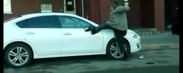 Un rus beat se crede Chuck Norris