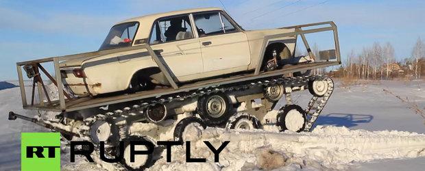 Un rus pasionat de Mad Max a facut un tanc dintr-o Lada veche