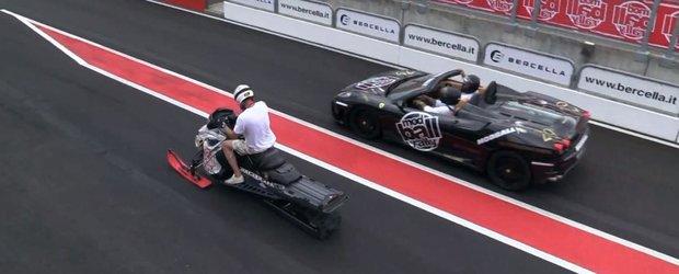 Un snowmobil se ia la intrecere cu doua Ferrari. Si castiga!