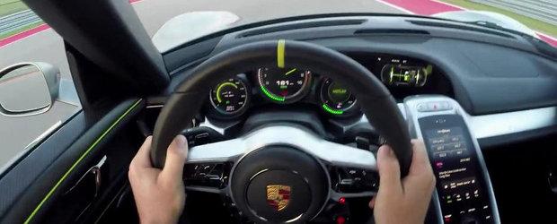 Un tur de circuit la volanul noului Porsche 918 Spyder