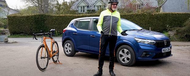 Una costa 8.000 de lire, cealalta... aproape la fel. Test comparativ intre noua Dacie Sandero si o bicicleta din fibra de carbon