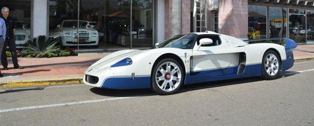 Unul dintre cele 50 de modele Maserati MC12 produse isi face aparitia la vanzare
