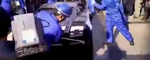 Update Video: Lamborghini Gallardo executat cu ciocanele in China!