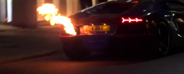 Ups! Un Lamborghini Aventador se aprinde de la sistemul de evacuare