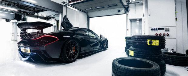 Urca la bordul noului McLaren P1 pentru un tur de circuit!