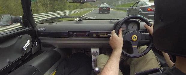 Urmarire spectaculoasa la Nurburgring intre un BMW E34 si un Lotus Elise
