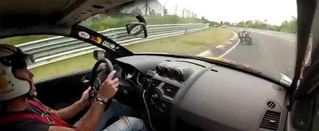 Urmarire spectaculoasa la Nurburgring intre un BMW S1000RR si un Megane RS