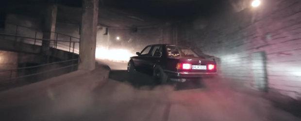 Ursul stie meserie: Un BMW E30 face drifturi dementiale intr-o parcare parasita