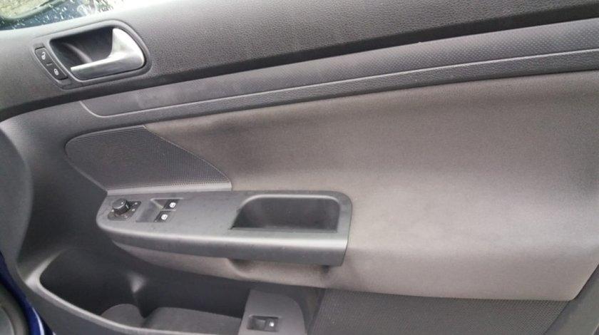 Usa fata VW Golf 5 stanga dreapta goala