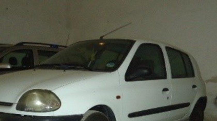 Usi fata si spate Renault Clio hatchback