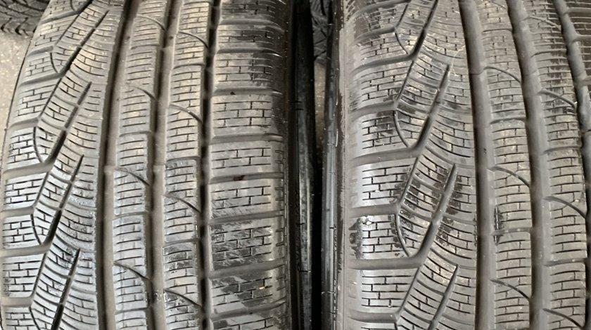 Vând 2 anvelope 235/40/19 Pirelli de iarnă ca noi