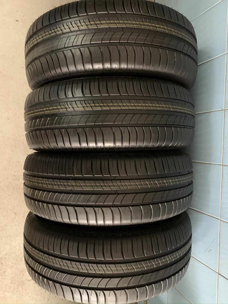 Vând 4 anvelope 215/60/16 Michelin de vară noi