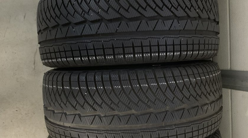 Vând 4 anvelope 225/40/18 Michelin de iarnă ca noi