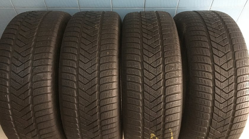 Vând 4 anvelope 255/55/20 Pirelli de iarna ca noi