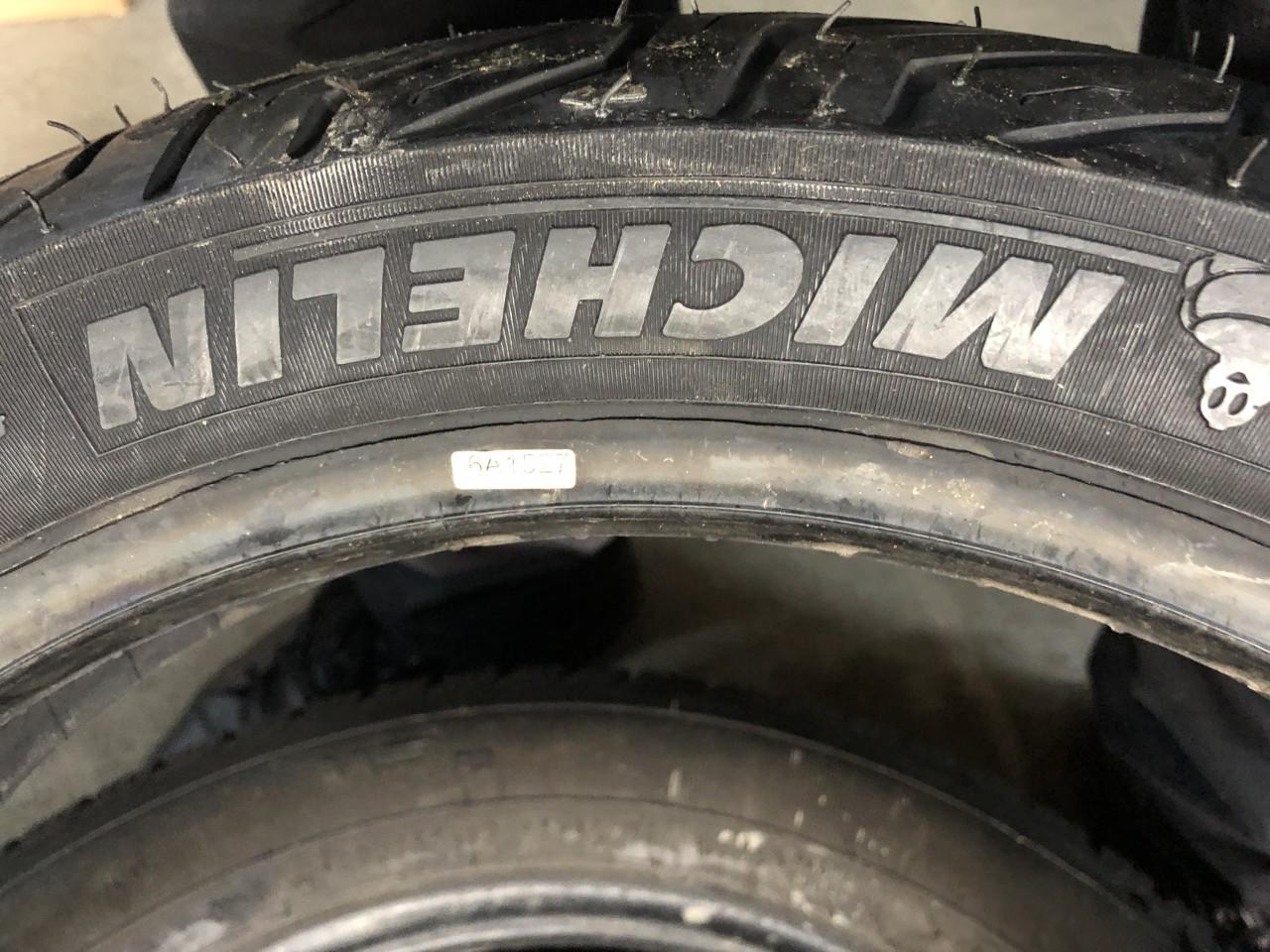 Vând anvelopă 110/80/16 Michelin nouă