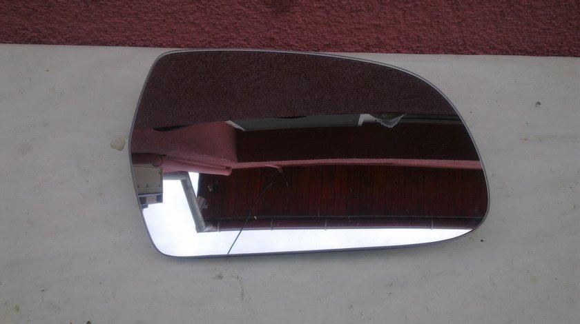 Vand geam oglinda dreapta Audi A4 2010