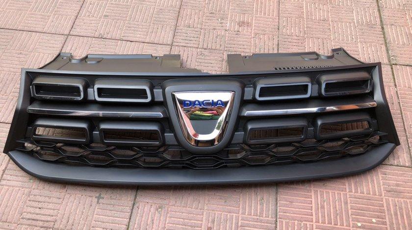 Vand grila cu emblema noua originala Dacia Logan Sandero 2013 2020