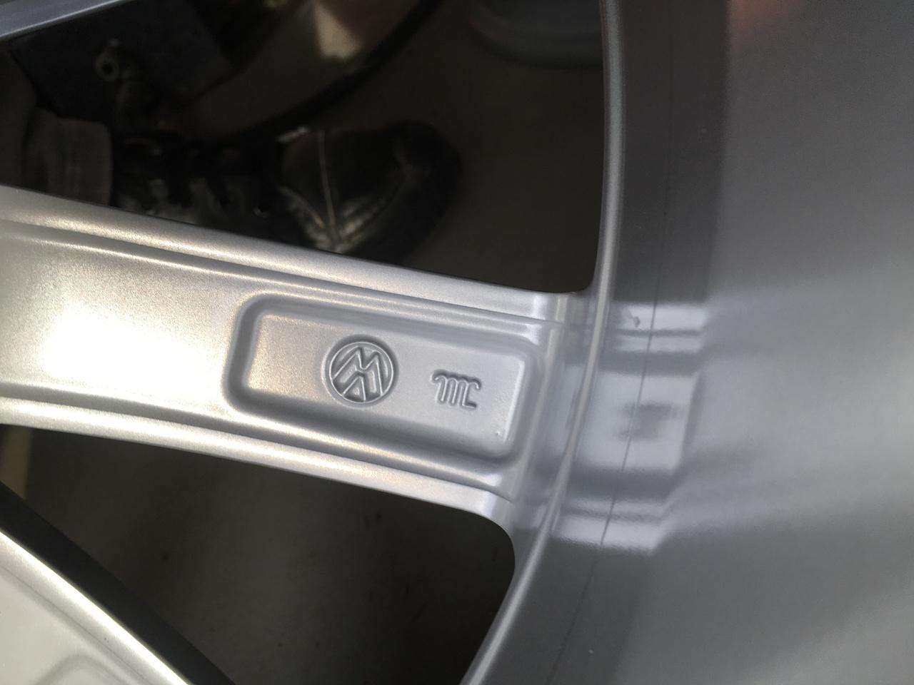"VAND JANTE ORIGINALE VW PE 17"" NOI"