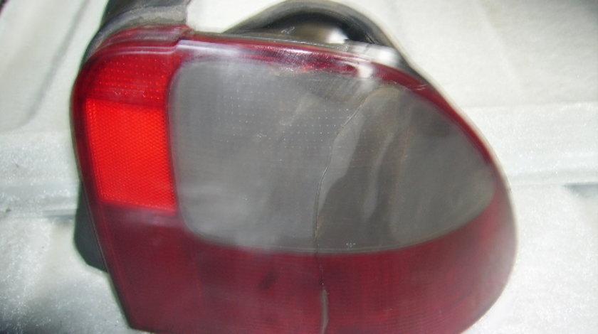 Vand lampi spate Rover 400 1999