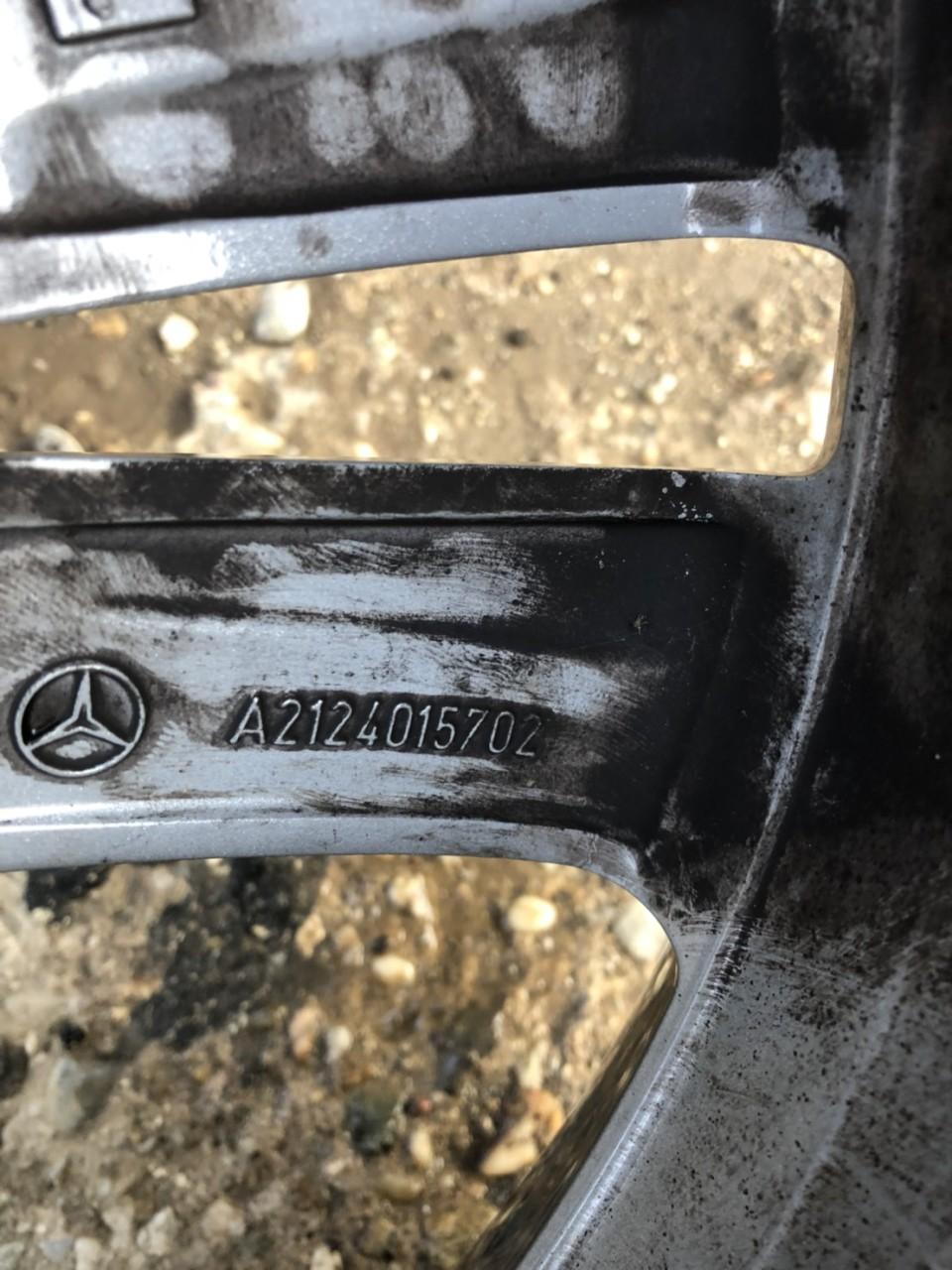 Vand o janta aliaj pe 18 pt Mercedes E W212 A2124015702