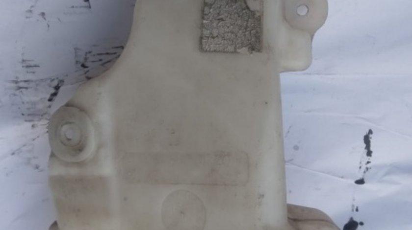 Vas lichid parbriz Mercedes R class r320 w251 motor 3.0CDI r350 V6