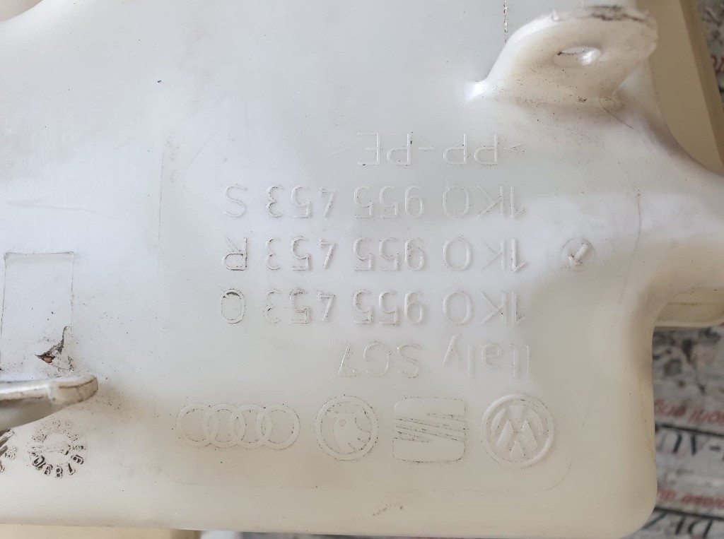 Vas lichid parbriz VW Touran I 1.6 FSI 115cp cod piesa : 1K0955453S