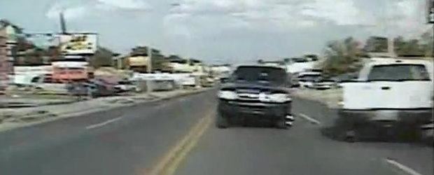 Video: Accident frontal cu o masina de politie din Oklahoma