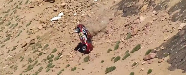 Video accident: spectaculoasa cadere a unui Pontiac de pe Pikes Peak